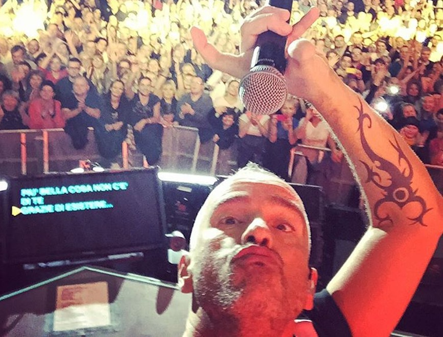 Eros Ramazzotti zrobił sobie selfie ze sceny Tauron Areny w Krakowie