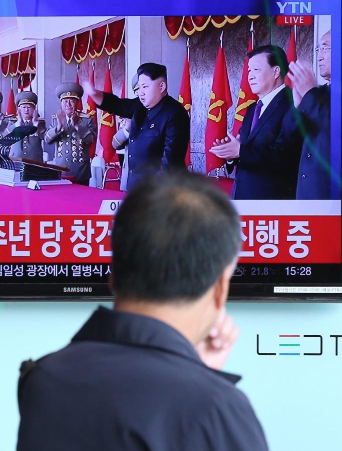 Korea Północna. Parada wojskowa w 70. rocznicę powstania komunistycznej Koreańskiej Partii Pracy