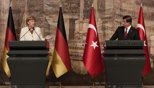 Angela Merkel i Ahmet Davutoglu
