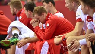 Ławka rezerwowych reprezentacji Polski po przegranym meczu grupy 1 mistrzostw Europy piłkarzy ręcznych z Chorwacją