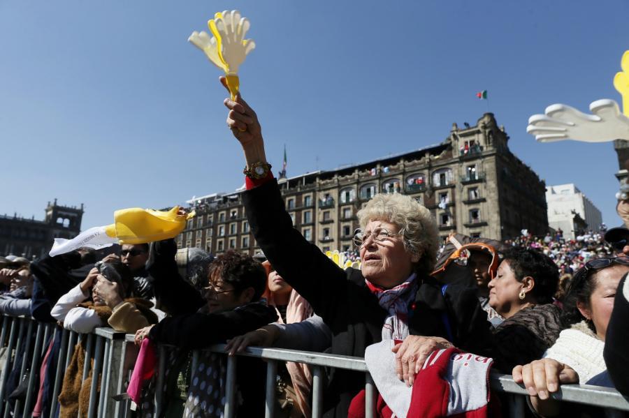 Papież Franciszek w Meksyku. Witają go tłumy