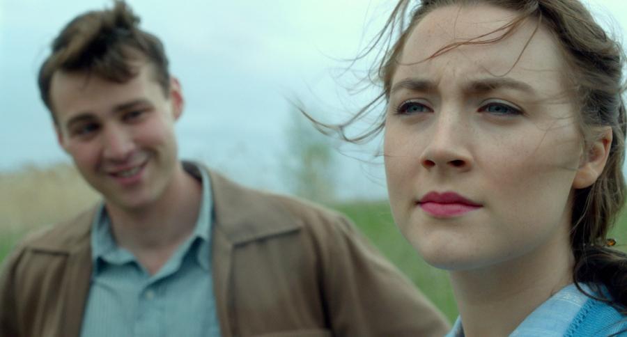 """Emory Cohen i Saoirse Ronan w filmie """"Brooklyn"""""""