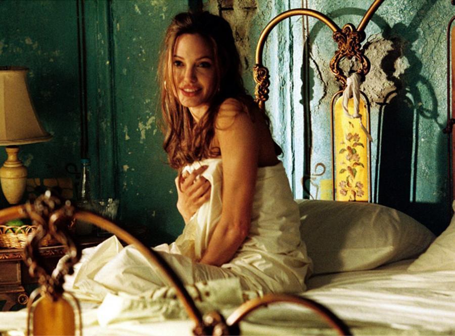 Piękna Angelina ma problem z obnażaniem się