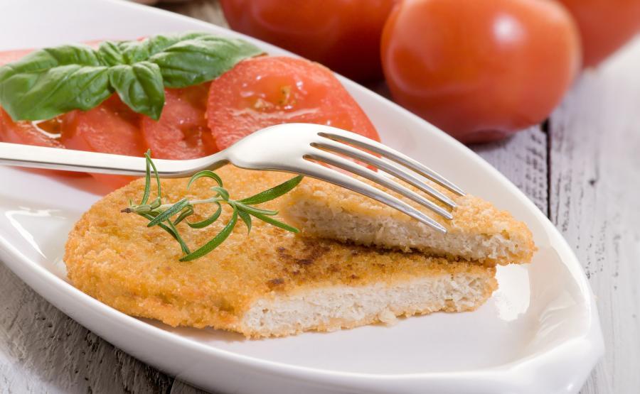 Kotlet sojowy z pomidorami