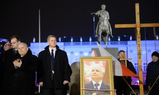 Jarosław Kaczyński w miesięcznicę katastrofy smoleńskiej: Nie wszystko jest załatwione [ZDJĘCIA]