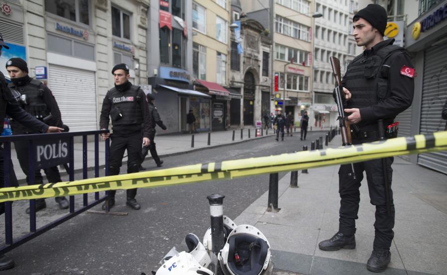 Policja na miejscu zamachu samobójczego w Turcji