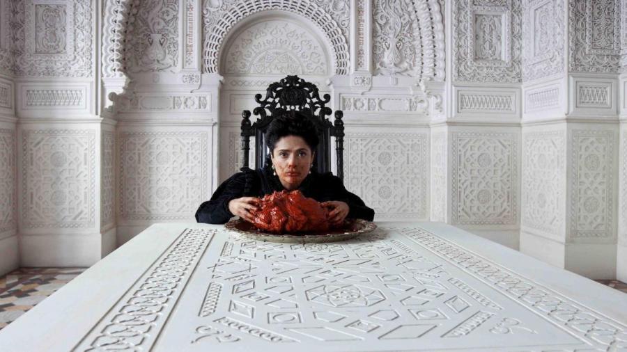 Salma Hayek zjada serce morskiego potwora