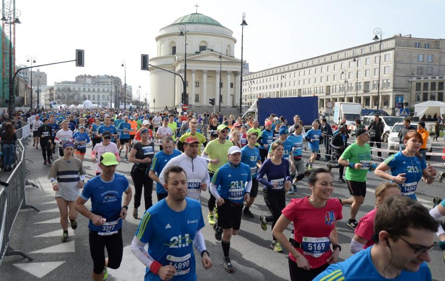 Biegacze na trasie 11. PZU Półmaratonu Warszawskiego