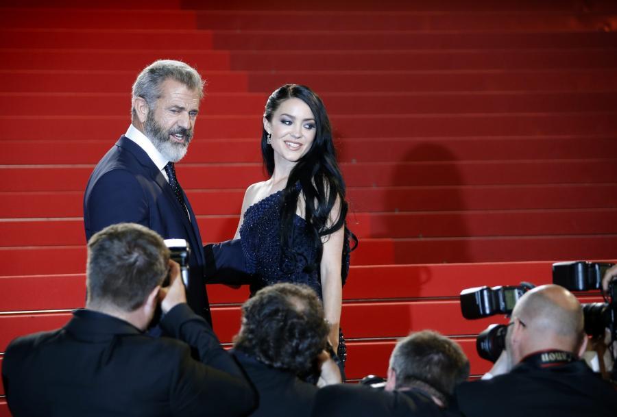 """Mel Gibson i jego dziewczyna Rosalind Ross na premierze filmu """"Blood Father"""""""