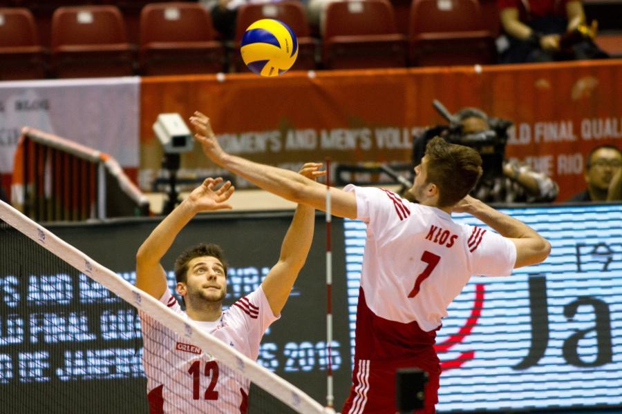 Grzegorz Łomacz (L) i Mateusz Mika (P), podczas meczu Polska - Kanada, w trakcie interkontynentalnego turnieju kwalifikacyjnego do Igrzysk Olimpijskich w Rio