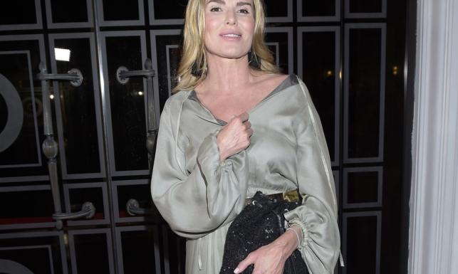 Nierówna walka! Jak Hanna Lis próbowała okiełznać niesforną suknię... FOTO