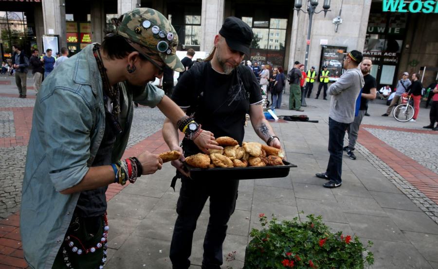 Protest antywojenny współorganizowany przez Młodzież Warszawską oraz Warszawską Federację Anarchistyczną pod hasłem \