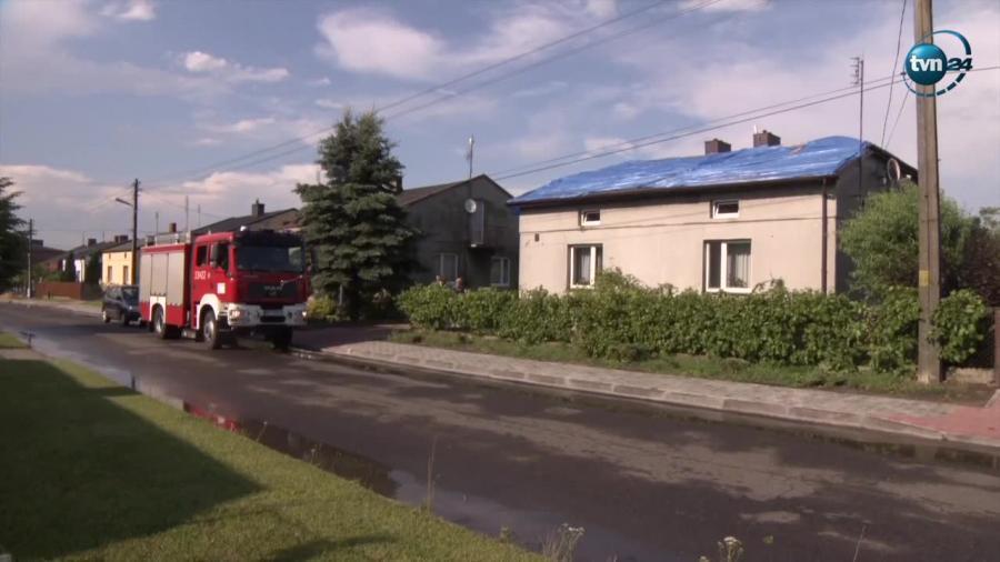 Wichura zrywa dachy i linie energetyczne