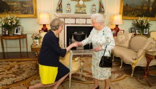 Theresa May i królowa Elżbieta II