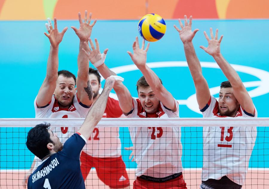 Bartosz Kurek (2L), Mateusz Bieniek (2P) i Michał Kubiak (P) oraz Irańczyk Shahram Mahmoudi (L)