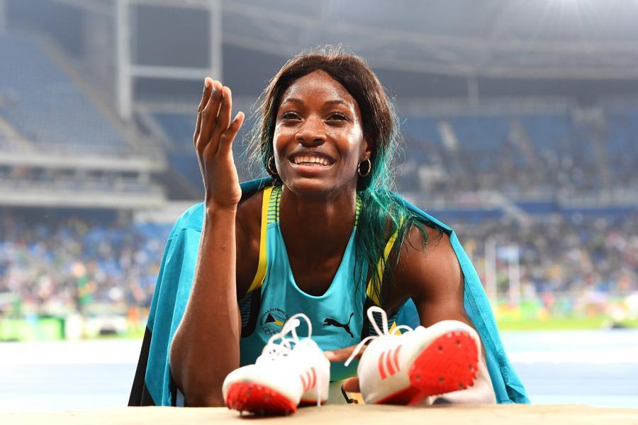 Shaunae Miller rzuciła się na bieżnię. Dzięki temu została mistrzynią olimpijską w biegu na 400 m