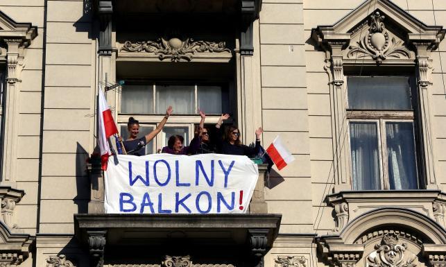 Pierwszy marsz KOD po wakacjach. Zobacz, co działo się na ulicach Warszawy [ZDJĘCIA]