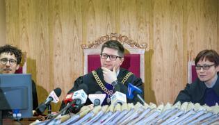 """Sędzia Wojciech Łączewski ogłasza wyrok ws. """"afery gruntowej"""", w której głównym oskarżonym był Mariusz Kamiński"""