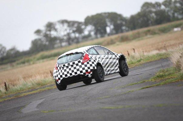 Szalony maluch to dzieło firmy M-Sport, która przygotowuje rajdowe samochody Forda (focus WRC)