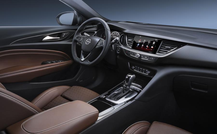 Opel insignia grand sport - kierowca siedzi o 3 cm niżej niż w poprzedniej generacji insigni