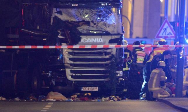 Ciężarówka na polskich numerach wjechała w tłum w Berlinie